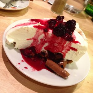 Cheesecake fruits rouges Athina restaurant